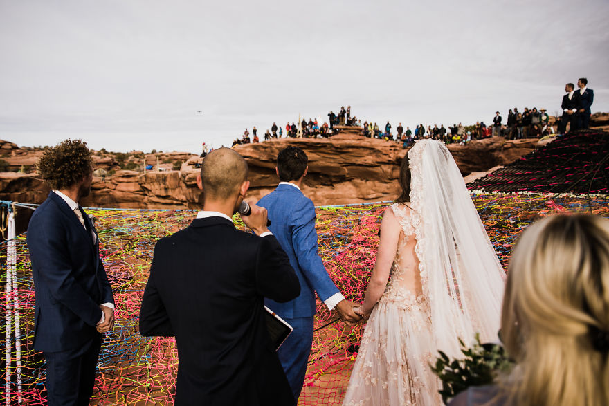 Marriage-done-at-120-meters-high-will-take-your-breath-away-5a65abcf84421__880.jpg