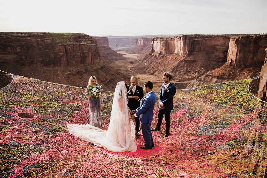 Marriage-done-at-120-meters-high-will-take-your-breath-away-5a65abd925d4c__880.jpg