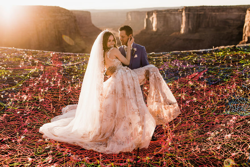 Marriage-done-at-120-meters-high-will-take-your-breath-away-5a65abf282ab0__880-1.jpg